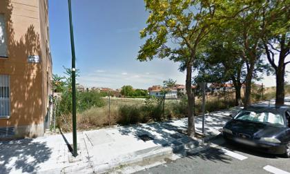 Urge arreglar el vallado del solar de la calle Palma de Mallorca y un aparcamiento en la calle Terranova