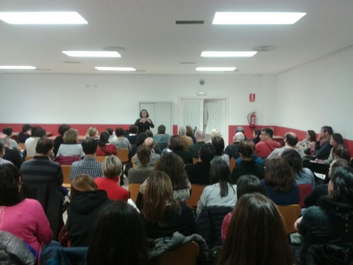 Mucho público asistió a la charla sobre Tiempos Escolares