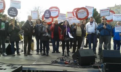Los vecinos aprovechan la Cincomarzada para reclamar el fin de la huelga del bus y de la violencia machista