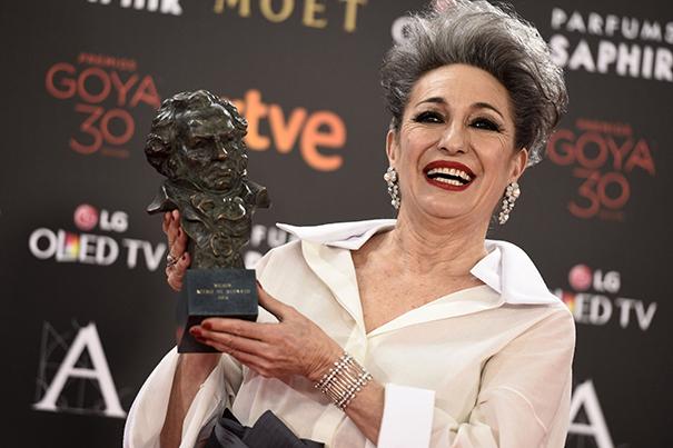 Luisa Gavasa tras recibir el premio Goya por La novia