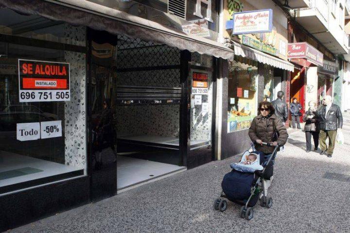 La crisis y las grandes superficies han afectado gravemente al comercio próximo en Torrero