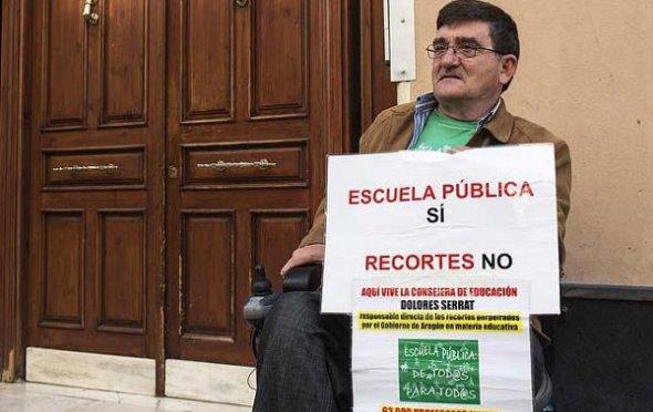 Antonio Aramayona, en su protesta contra los recortes educativos