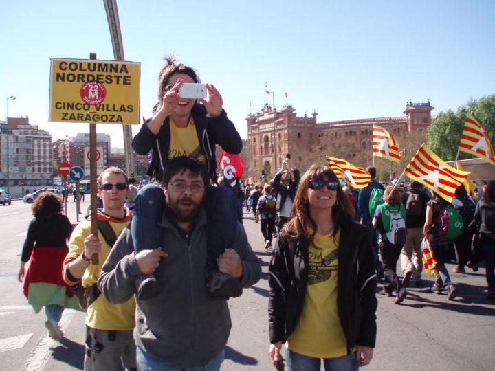 Raquel Tenías, junto a otros asistentes en las Marchas de la Dignidad 2014, en Madrid.